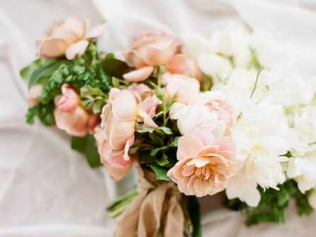 Hoa trang trí đám cưới: 5 mẹo đơn giản giúp hoa cưới xinh lung linh