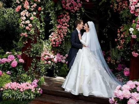 Trầm trồ trước chiếc váy cưới đơn giản sang trọng của Miranda Kerr