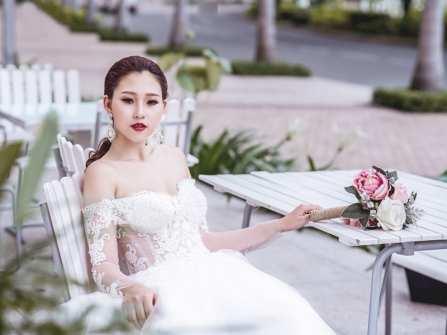 Váy cưới trắng tinh khôi từ BST tháng 8 của Kim Tuyến Bridal