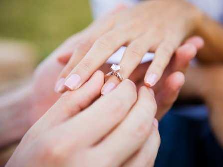"""Cách đo size nhẫn cưới và nhẫn đính hôn """"chuẩn khỏi chỉnh"""""""