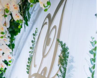 Trang trí tiệc cưới chủ đề theme màu trắng bạc