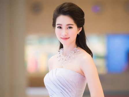 Gợi ý cách phối trang phục dự tiệc cưới tinh tế cho nàng