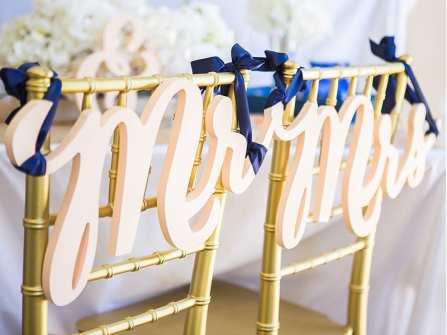 Cách dán chữ đám cưới bằng xốp trong đám cưới truyền thống