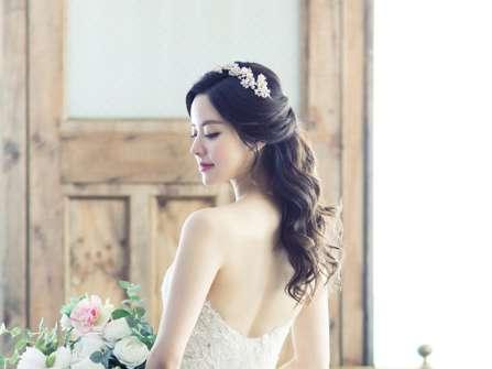 Những kiểu tóc cô dâu đơn giản mà đẹp cho nàng giản dị