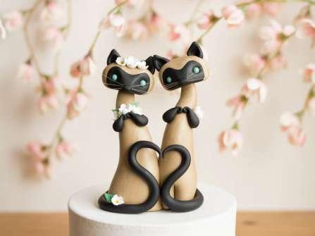 Trang trí bánh kem cưới bằng các bộ đôi thú dễ thương