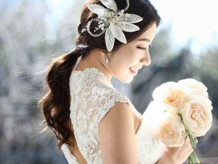 Các kiểu tóc cô dâu dễ thương không bao giờ lỗi mốt