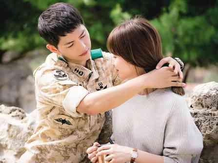 Thiệp cưới tiết lộ gì về đám cưới của Song Joong Ki và Song Hye Kyo?