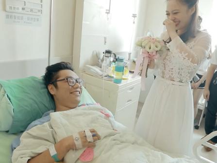 Nhập viện vì tai nạn, chàng trai nhận ngay bất ngờ lớn từ bạn gái