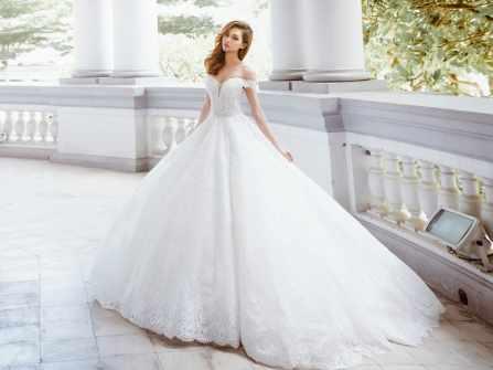 Thiết kế váy cưới trễ vai lại gây sốt thời trang cưới 2018