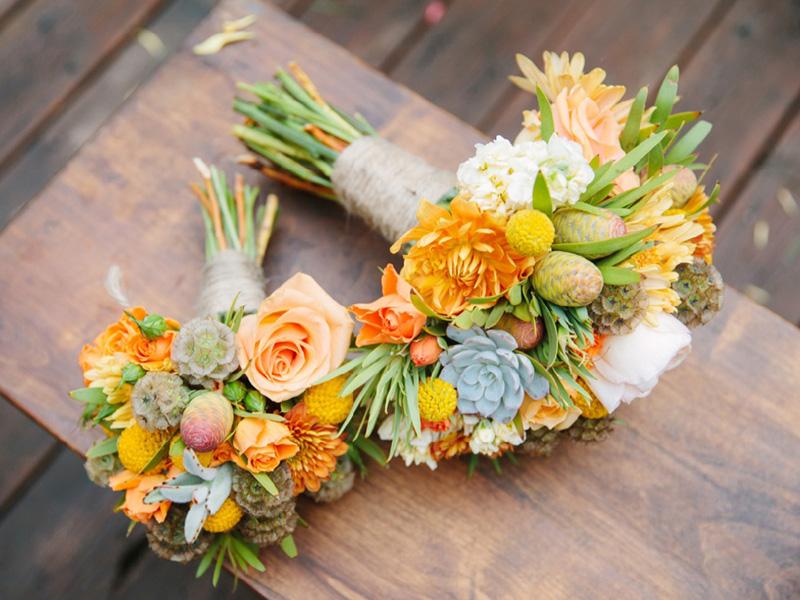 hoa cưới cầm tay màu cam 1