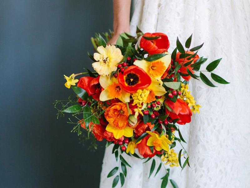hoa cưới cầm tay màu cam 5
