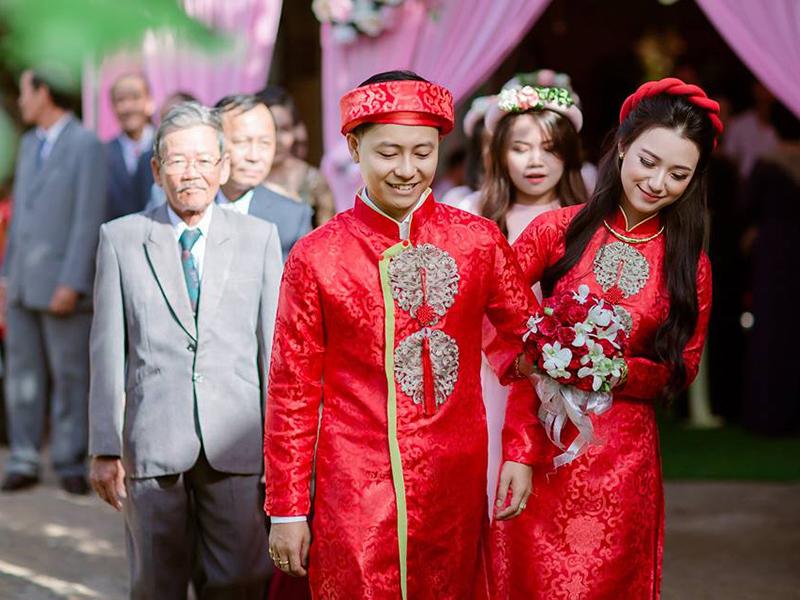 áo dài cưới đỏ 5