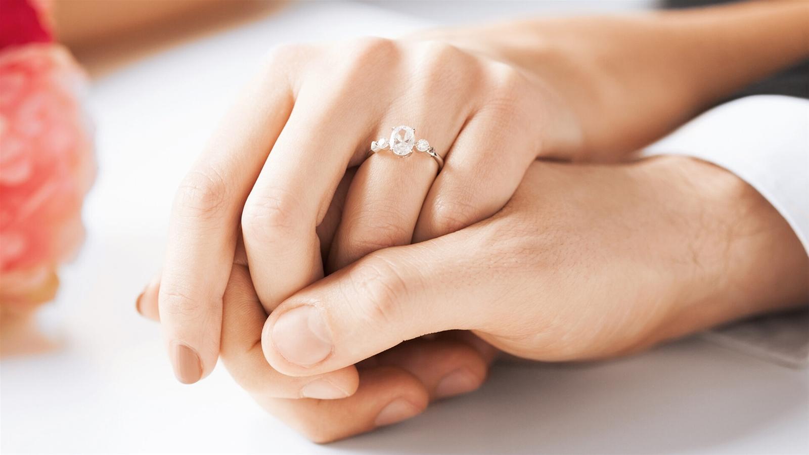 Ý nghĩa đeo nhẫn của vợ chồng Marry