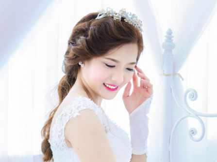 Cô dâu mặt tròn nên bới tóc thế nào để che khuyết điểm?