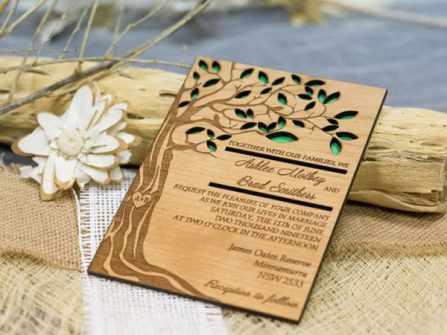 Thiệp cưới độc, lạ bằng chất liệu gỗ cho phong cách cưới mộc mạc