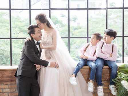 Hứa Minh Đạt bất ngờ cầu hôn Lâm Vỹ Dạ sau 8 năm bên nhau