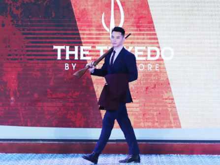 Hé lộ hình ảnh MC - siêu mẫu Mạnh Khang bất ngờ quay lại sàn catwalk