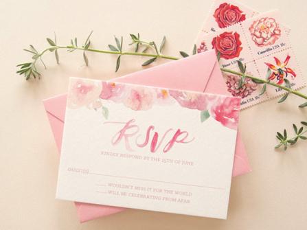 10 mẫu thiệp cưới màu hồng lấy cảm hứng từ chuyện tình thơ mộng