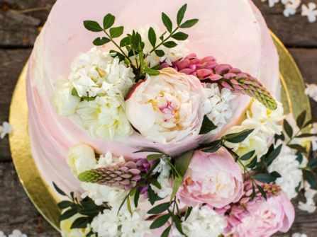 5 loại hoa trang trí bánh cưới vừa ngon vừa tốt cho sức khỏe