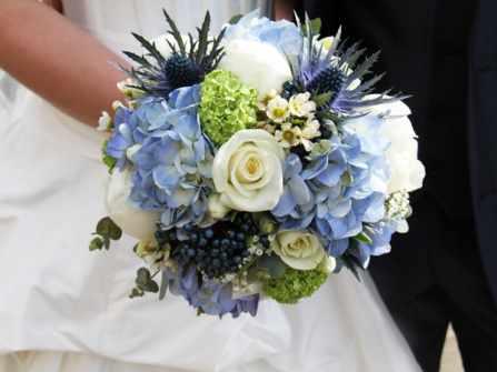 2 cách bó hoa cưới cẩm tú cầu cực xinh lại tiết kiệm
