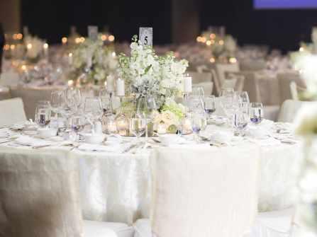 Chọn hoa trang trí cưới phù hợp cho từng phong cách tiệc