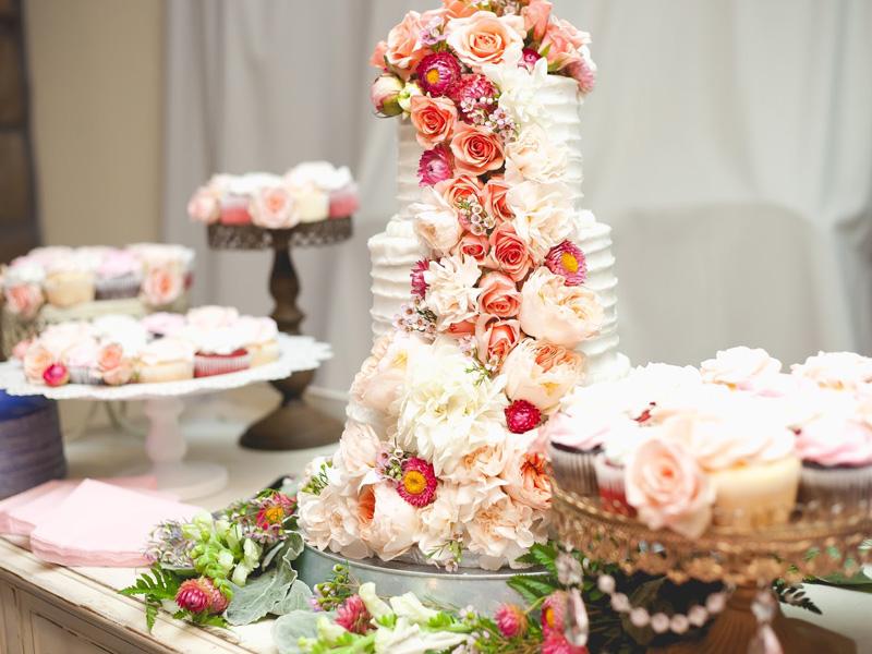 bánh cưới hoa tươi nhiều tầng 5