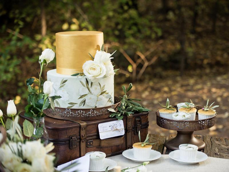 mẫu bánh cưới vẽ tay 2