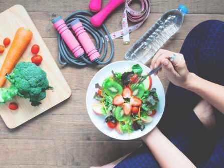 9 mẹo giảm cân không cần ăn kiêng hay tập thể dục