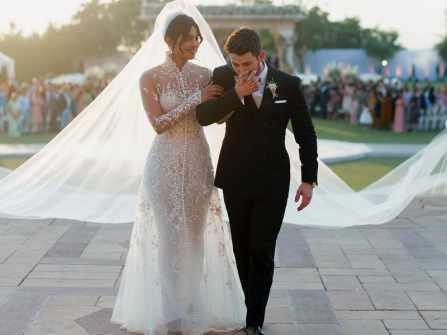 Hoa hậu thế giới 2000 khoe trang phục cưới lộng lẫy dài hơn 23 mét