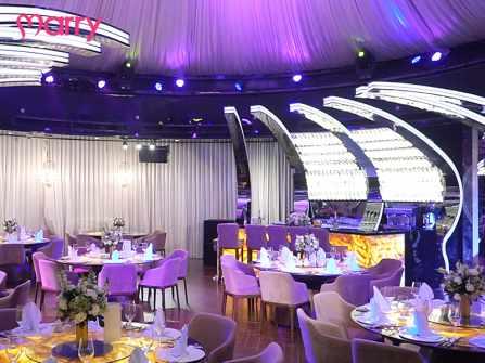 Không gian tầng thượng hiện đại cho tiệc cưới thân mật