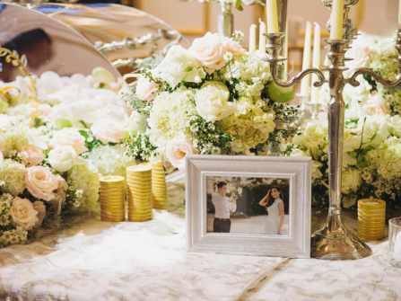 Ấn tượng dàn hoa tươi đắt đỏ trong tiệc cưới của Lê Hiếu