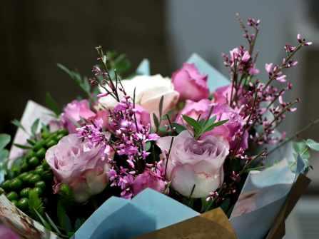 Hướng dẫn cách chọn hoa kỷ niệm ngày cưới ý nghĩa