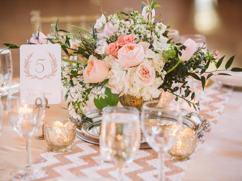 hoa hồng trang trí bàn tiệc 11