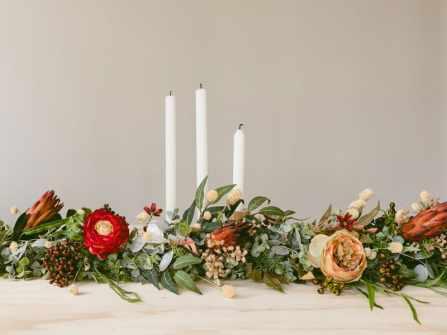20 mẫu hoa hồng trang trí bàn tiệc cưới ấn tượng