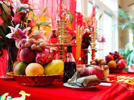 Gợi ý chọn phụ kiện khi tự trang trí bàn thờ gia tiên ngày cưới