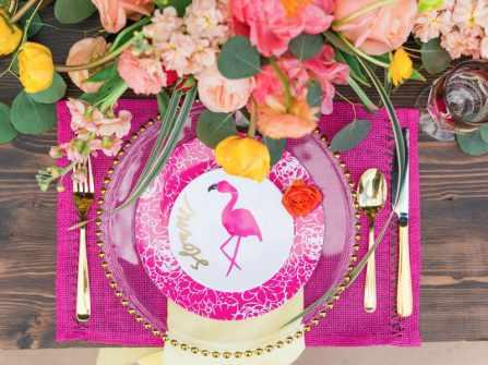 Theme cưới flamingo nổi bật cho mùa Hè