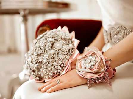 Độc đáo những bó hoa cưới kim loại dành cho cô dâu