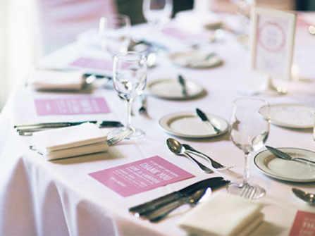Buffet và tiệc tại bàn: Hình thức tổ chức tiệc cưới nào phù hợp với bạn?