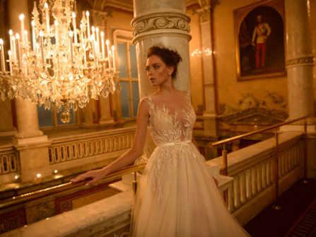 9 kiểu đường viền cổ áo cưới giúp tôn dáng mọi cô dâu