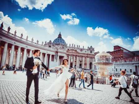 Nên chụp ảnh cưới ngoài trời hay chụp trong studio?