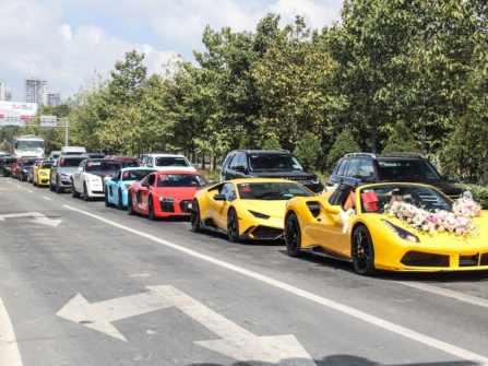 TP. Hồ Chí Minh gây xôn xao với dàn siêu xe đám cưới đình đám