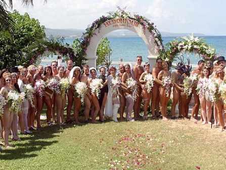 Đám cưới khoả thân - Cô dâu, chú rể và 40 khách mời hoàn toàn không mặc gì khi tham gia hôn lễ
