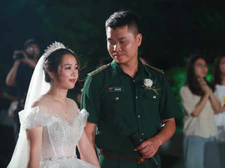 Vì dịch Covid-19 mà phải hoãn đám cưới, câu chuyện cảm động của anh chiến sĩ biên phòng và cô giáo mầm non
