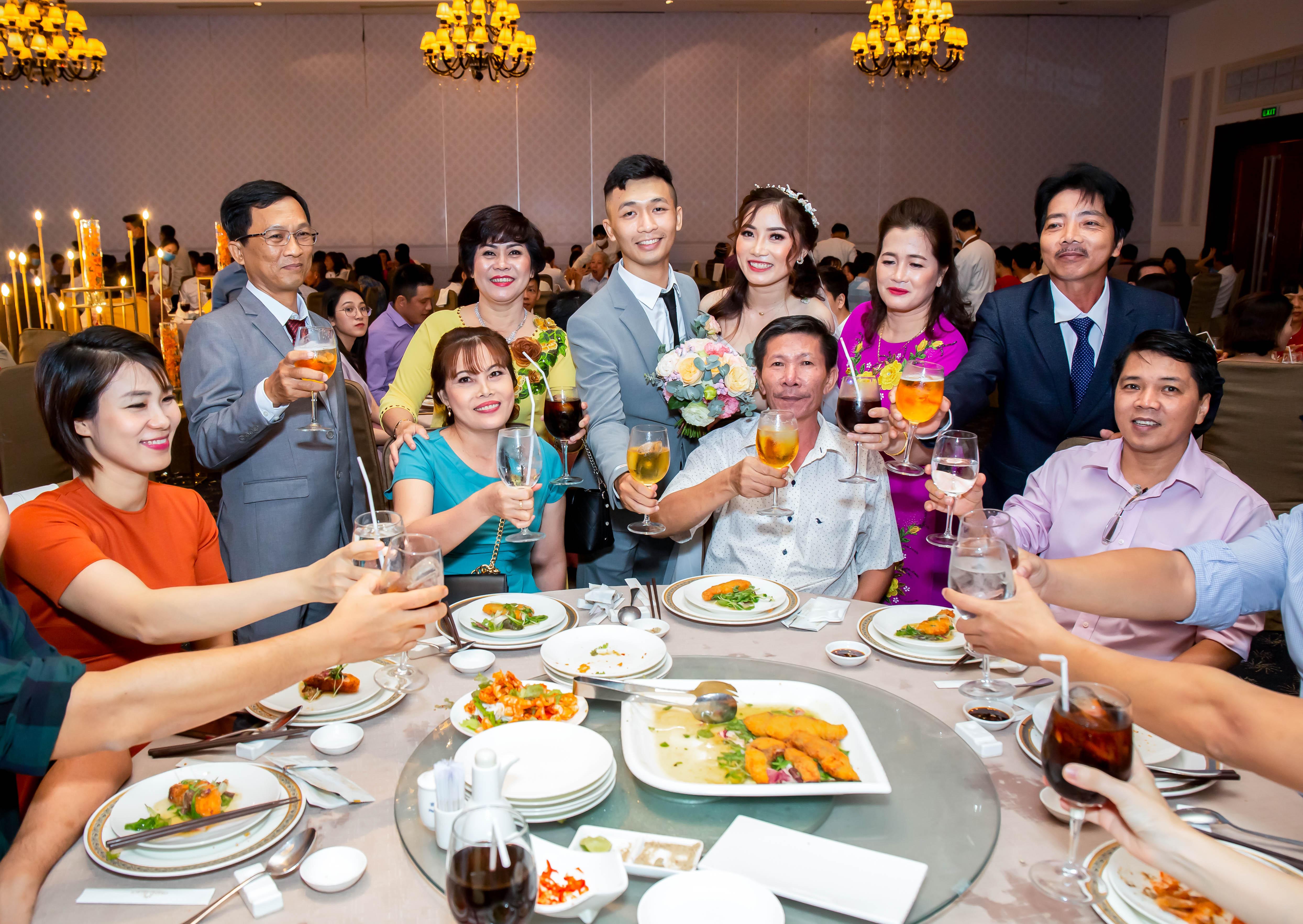 Cách tổ chức phần ăn và phong cách phục vụ của nhà hàng Grand Palace
