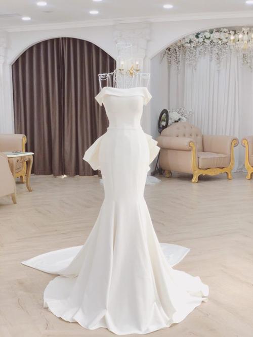 váy cưới tối giản trễ vai có phom dáng đuôi cá