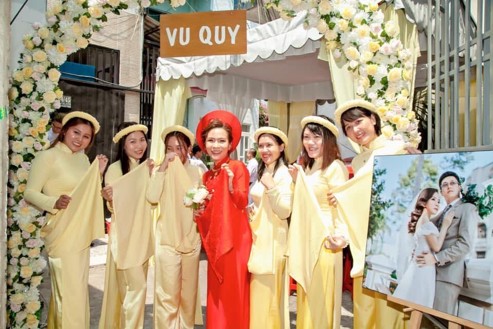 Áo dài bê tráp màu vàng cho nữ Marry