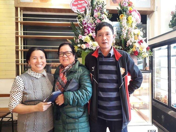 Hai vợ chồng bán báo thành chủ tiệm bánh của riêng mình Marry