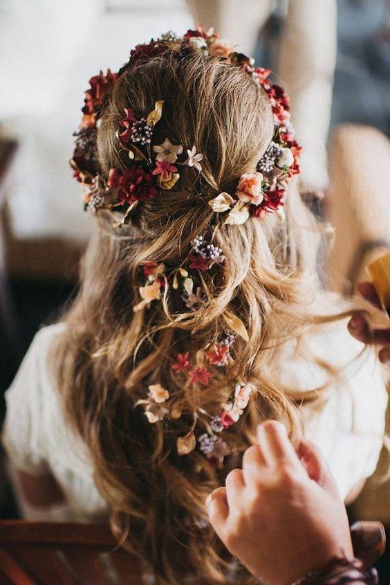 Kiểu tóc cho cô dâu mặt tròn phối phụ kiện xinh xắn Marry