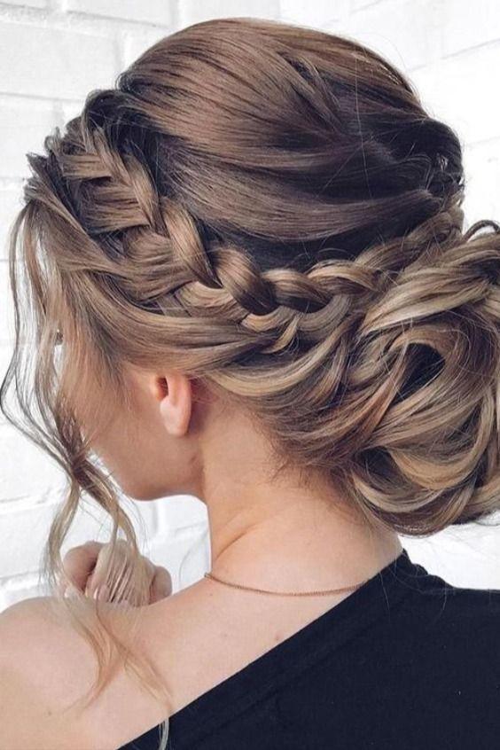 Kiểu tóc búi sang trọng cho cô dâu mặt tròn Marry