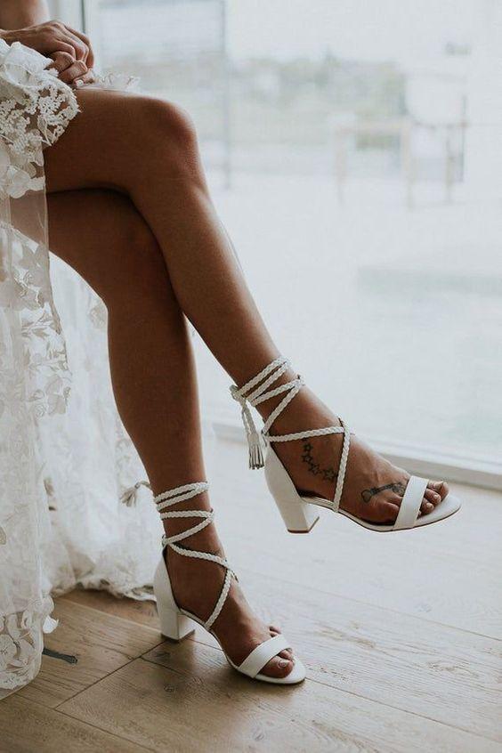 Chọn giày cưới theo độ dài của váy Marry
